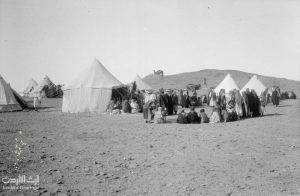T E LAWRENCE AND THE ARAB REVOLT 1916 - 1918 (Q 58836) The Mejlis outside Emir Feisal bin Husain al-Hashimi's tent at Nakhl Mubarak, near Yenbo. Copyright: © IWM. Original Source: http://www.iwm.org.uk/collections/item/object/205062789